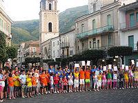 Emozione e calore ieri a Teggiano. Bambini malati di tutta Italia accolti in piazza dalla Pro Loco
