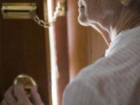 Le consegnano tre pacchi in cambio di soldi. Truffata per 4000 euro anziana di Sala Consilina