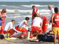 Cade mentre si tuffa in mare ad Eboli. In gravi condizioni un 60enne