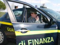 Sorpresi dalla Finanza a rubare cavi elettrici e batterie da un ripetitore a Campagna. Tre arresti