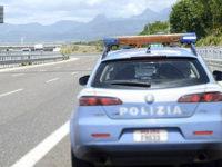 Anziano percorre a piedi tratto del raccordo Sicignano-Potenza. Salvato dalla Polizia Stradale