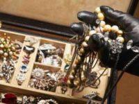 Capaccio: banda di ladri svaligia gioielleria in centro. Bottino di 20mila euro