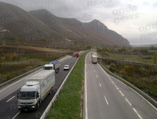 il-raccordo-autostradale-a-vietri-di-potenza-prima-della-chiusura-ai-mezzi-pesanti