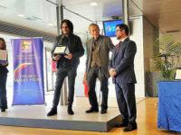 """L'artista teggianese Arturo Ianniello riceve il """"Premio Mario Fiore"""" a Napoli"""