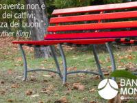 La Banca Monte Pruno dona una panchina rossa contro la violenza sulle donne a Potenza