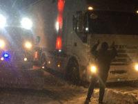 Camion bloccati dalla neve a Casalbuono. Interviene la Protezione Civile Vallo di Diano