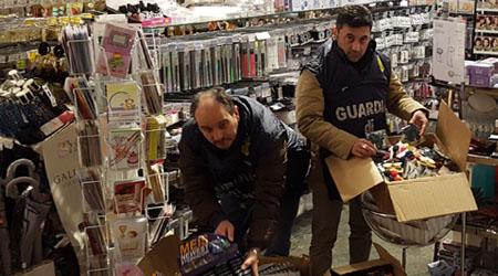 Sequestrati 43mila articoli contraffatti nei guai commercianti cinesi a tito e sant 39 arcangelo - Normativa abbigliamento cucina ...