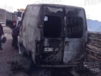 Furgone in fiamme sul raccordo autostradale Sicignano-Potenza. Disagi alla viabilità
