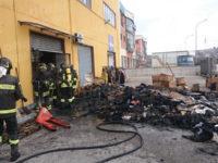 Tito Scalo: incendio in un deposito di capi d'abbigliamento