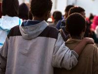 36 migranti in arrivo a Tito. Presenti numerosi bambini e neonati