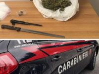 Sassano: scoperti con droga nascosta nella camera da letto e coltelli. Arrestati due fratelli