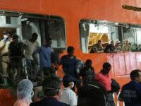 Migranti.Domani sbarco al porto di Salerno.A bordo circa 900 profughi e il cadavere di un bambino