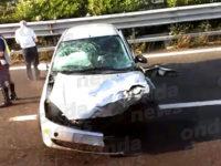 Perde il controllo dell'auto e sbatte contro un guardrail sull'A3 a Battipaglia. Ferito