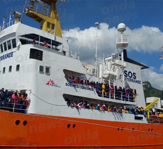 Migranti: a Salerno sbarcano in 934, 7 donne incinte e 14 minori