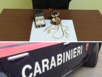Vende gioielli falsi a Casalbuono e Buonabitacolo. Denunciato 37enne napoletano