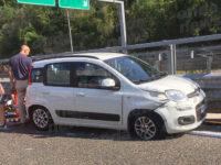 Auto finisce contro guardrail sull'A3 tra Petina e Sicignano. Due feriti