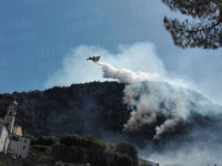 Vasto incendio a Lauria. Evacuate diverse abitazioni