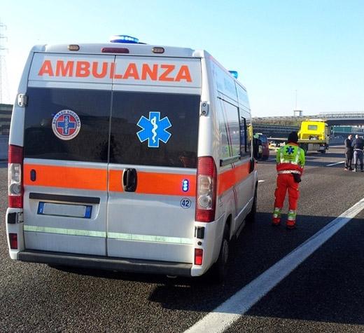Lauria, operai investiti da camion sull'A2: un morto e due feriti