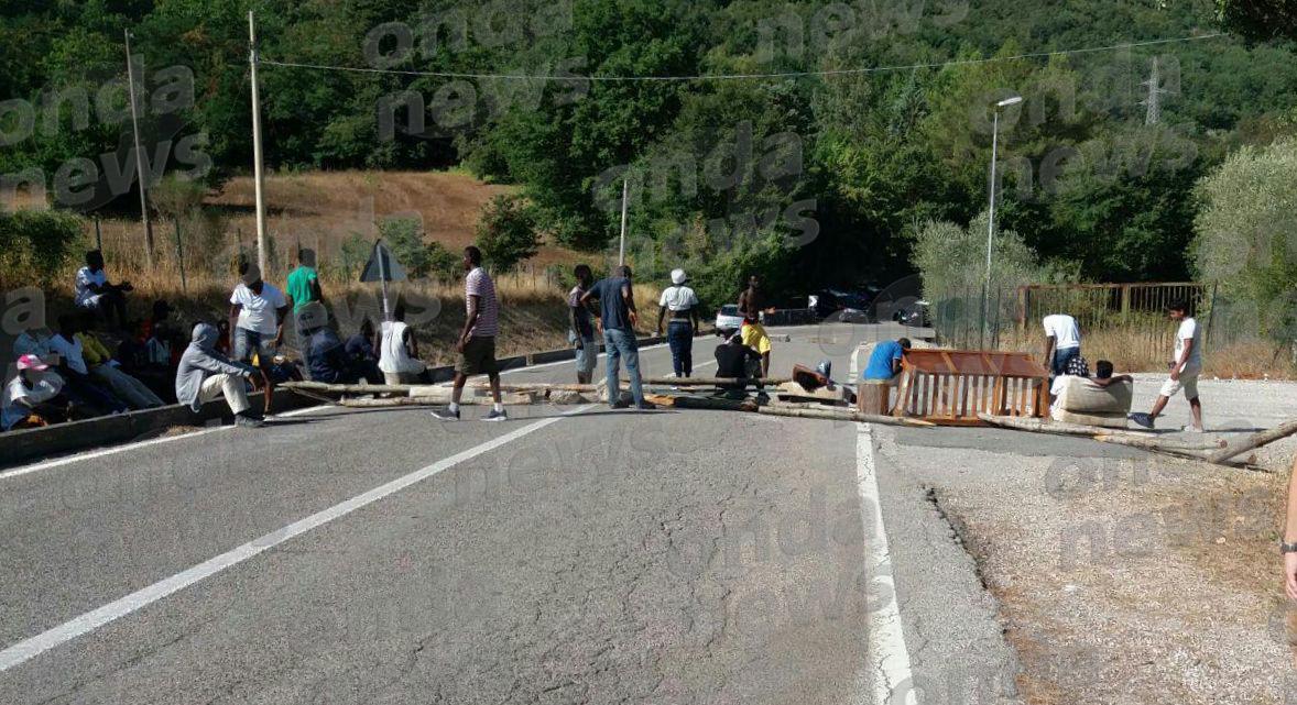 Migranti a Sicignano. Cirielli: