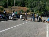Sicignano degli Alburni: migranti in protesta bloccano la Strada Statale 19. Dodici denunciati