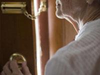 Monte San Giacomo: tentano di truffare anziana fingendo di consegnare una busta da parte del figlio