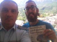 Gira l'Italia a piedi con soli 5 euro al giorno. Il giovane Michael Zani fa tappa a San Rufo