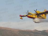 Polla: brucia la montagna in località Massicelle. Canadair dei Vigili del Fuoco in azione