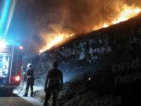 Teggiano: incendio sulla strada che conduce al centro storico. Intervengono i Vigili del Fuoco