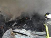 """Incendio azienda di rifiuti a Tito. L'Arpab:""""Esclusi rischi di alterazione della qualità dell'aria"""""""