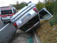Auto si capovolge in A2 a Sicignano degli Alburni. Una donna ferita