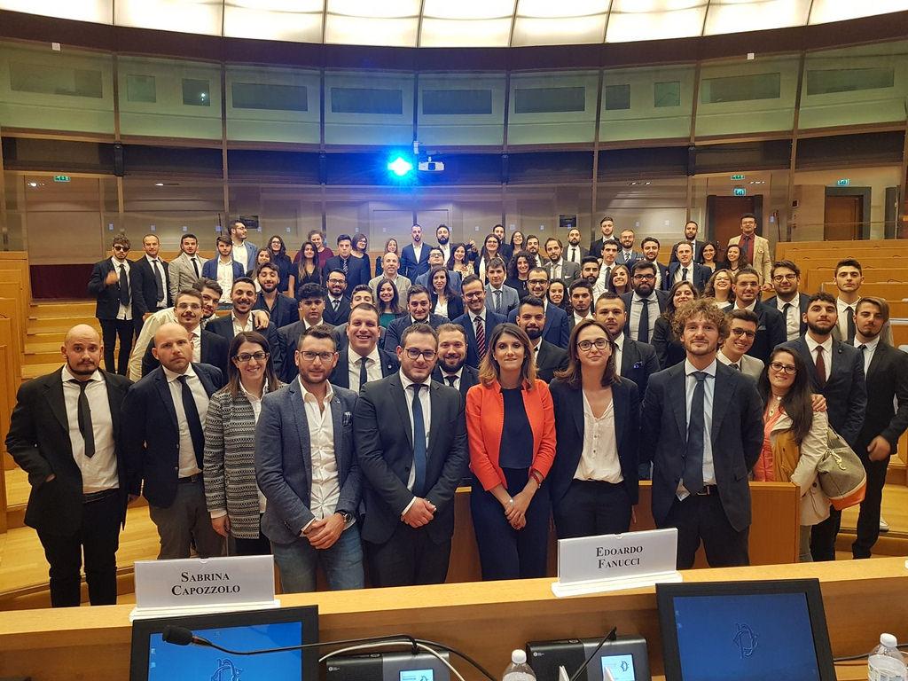 Il forum dei giovani della provincia di salerno in visita for Formazione della camera dei deputati