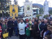 La comunità di Vietri di Potenza al Santuario di San Gerardo Maiella per donare l'olio votivo