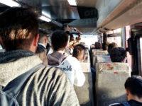 Autobus affollati, studenti costretti a viaggiare in piedi da Battipaglia a Fisciano