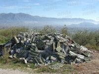 Discarica abusiva tra Teggiano e San Rufo. Cumuli di rifiuti abbandonati a cielo aperto