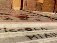 La Villa Comunale di Monte San Giacomo vandalizzata da una dedica d'amore. La denuncia del sindaco
