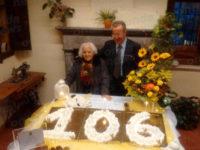 Grande festa a Moliterno per i 106 anni di nonna Donata Mastrangelo, tra i più longevi d'Italia