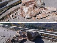 Grosso masso precipita sulla Strada Provinciale del Corticato tra Teggiano e Sacco