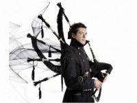 Hevia, musicista che ha inventato la cornamusa elettrica, in concerto domani a Caggiano