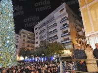 Serena Autieri accende il grande Albero di Natale in Piazza Portanova a Salerno