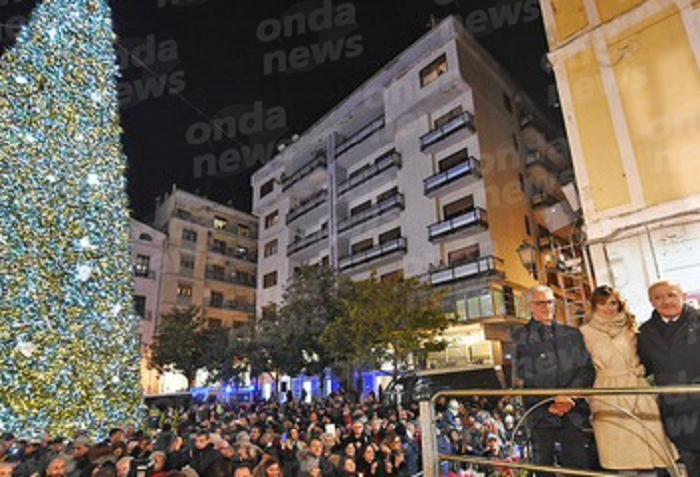 Luci D'artista 2017, Accensione dell'albero di Natale in Piazza Portanova