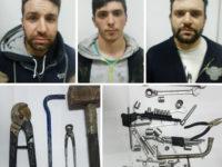 Scoperti mentre tranciano e rubano cavi di rame in uno stabilimento di Buccino. Tre uomini arrestati