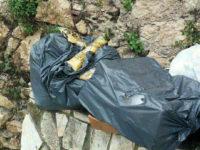 Buccino: pacchi di pasta distribuiti dalla Caritas abbandonati tra i rifiuti