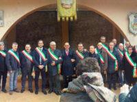 Atto intimidatorio al sindaco di Corleto Perticara. La marcia di solidarietà dei primi cittadini lucani