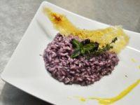 Al Magic Hotel di Atena Lucana risotto ai mirtilli, fragolino e salsa allo zafferano di Montesano