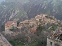 Il borgo di Romagnano al Monte, tra opere pubbliche mai entrate in funzione e il sogno del turismo