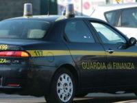 Truffano imprenditori proponendo finti finanziamenti in una banca fantasma di Salerno, 5 arrestati
