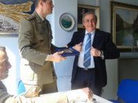 """Consegnato al sindaco di Contursi il Crest dell'8° Reggimento Artiglieria Terrestre """"Pasubio"""""""