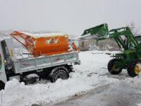 Neve e ghiaccio. Tanti i volontari e i cittadini di Caggiano al lavoro per fronteggiare l'emergenza neve
