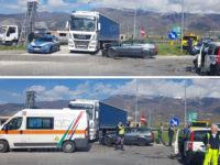 Scontro tra due auto allo svincolo dell'A2 Padula-Buonabitacolo. Feriti due uomini