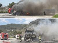 Camion in fiamme sull'area di servizio dell'A2 a Sala Consilina. Intervengono i Vigili del Fuoco